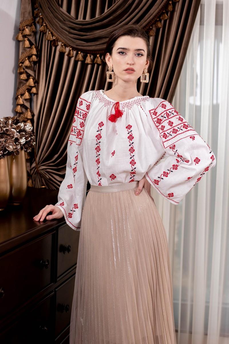 Ie nationala Trandafiri Rosii, cusuta manual