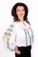 Ie romaneasca Tincuta bluza traditionala lucrata manual zona Valcea
