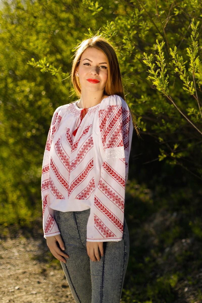Ie romaneasca Furca Mare fir rosu bluza traditionala lucrata manual zona Gorj