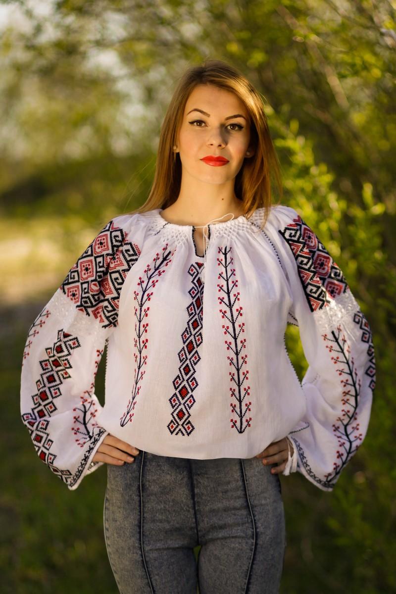 Ie romaneasca maneca lunga Aida fir rosu si negru bluza lucrata manual zona Oltenia