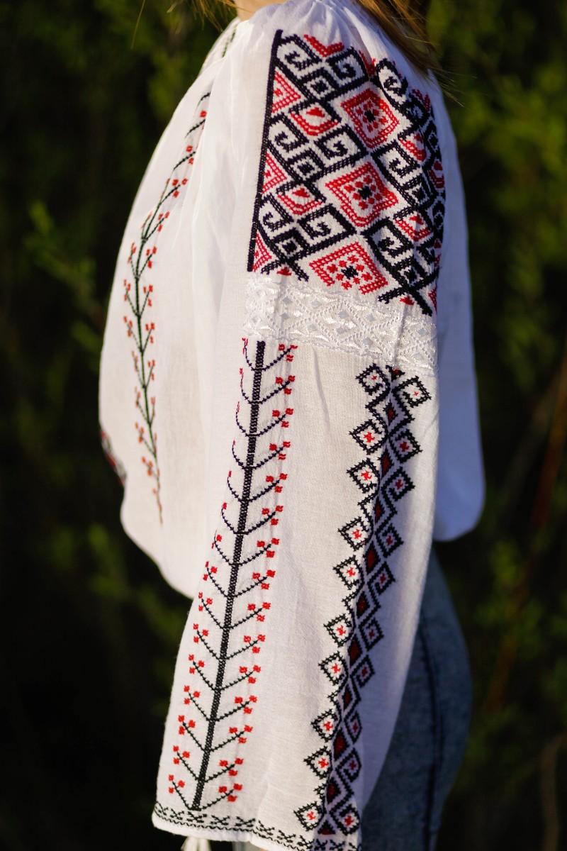 Ie traditionala romaneasca Aida brodata manual zona Oltenia