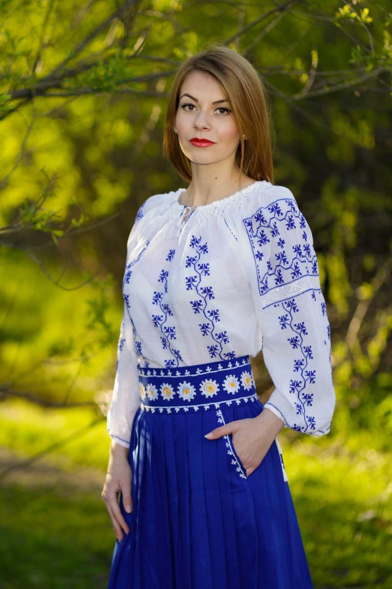 Ie romaneasca Muntenia bluza traditionala lucrata manual cu fir albastru  zona Muntenia