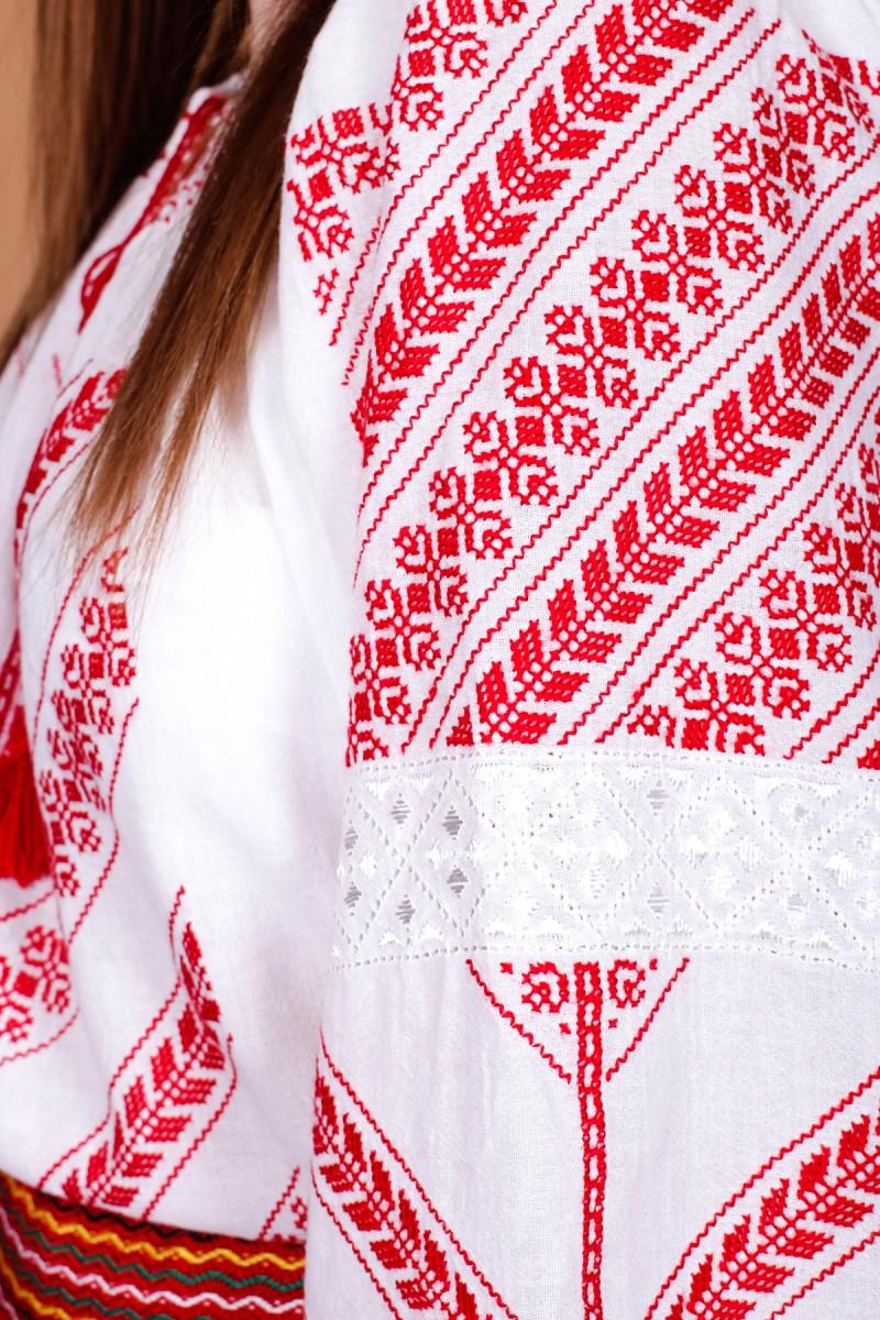 Costum popular femei zona Gorj brodat manual cu valnec tesut la razboi