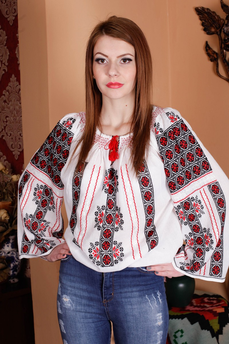 Ie romaneasca maneca lunga Eva fir rosu negru bluza traditionala lucrata manual zona Muntenia