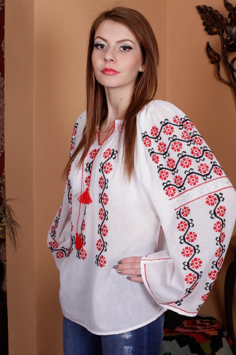 Ie romaneasca Iustina brodata manual cu fir negru si rosu bluza traditionala romaneasca zona Oltenia