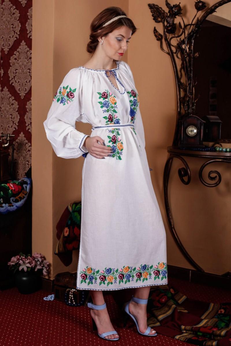 Rochie traditionala lucrata manual model Trandafirasi Colorati din panza tesuta manual