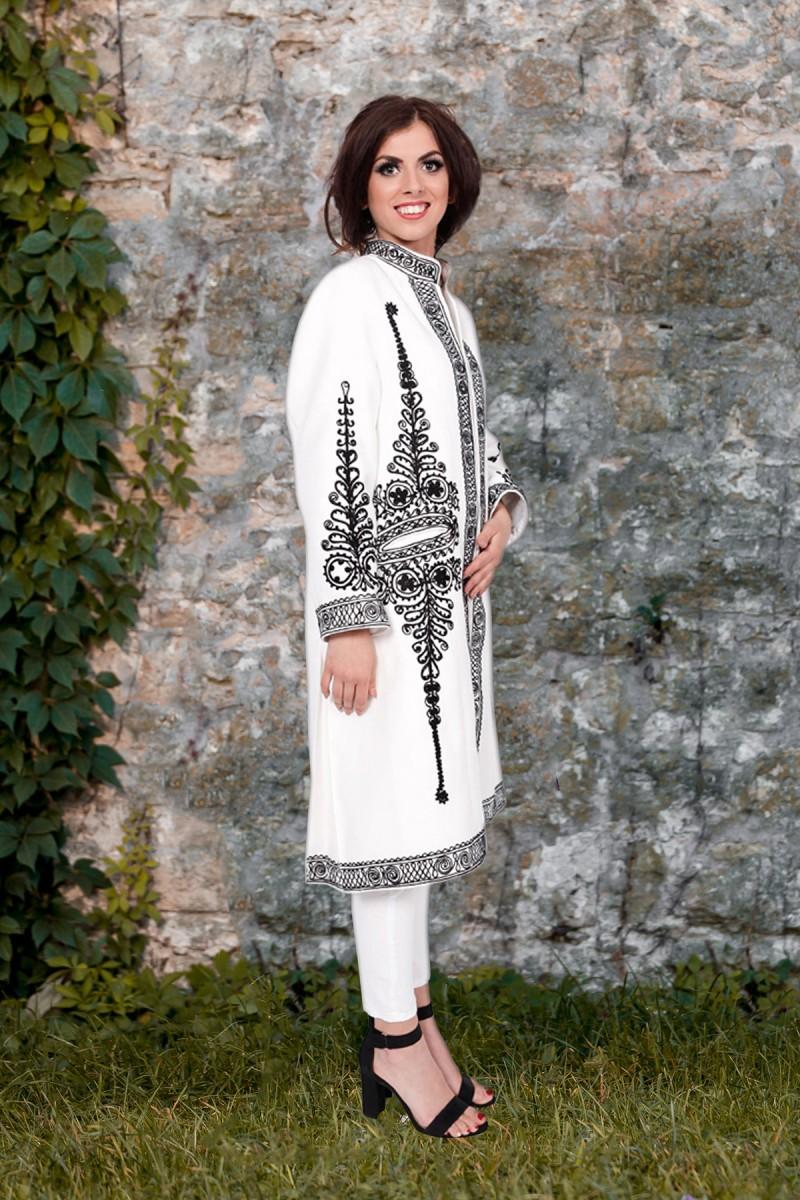 Suman dama Elisabeta stofa de lana alba