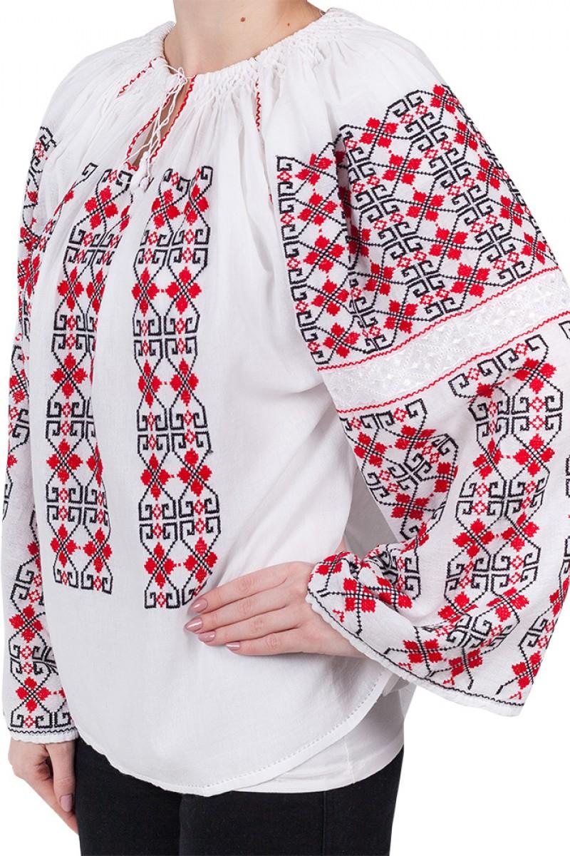 Ie romaneasca Abundenta bluza traditionala lucrata manual cu fir rosu si negru zona Moldova