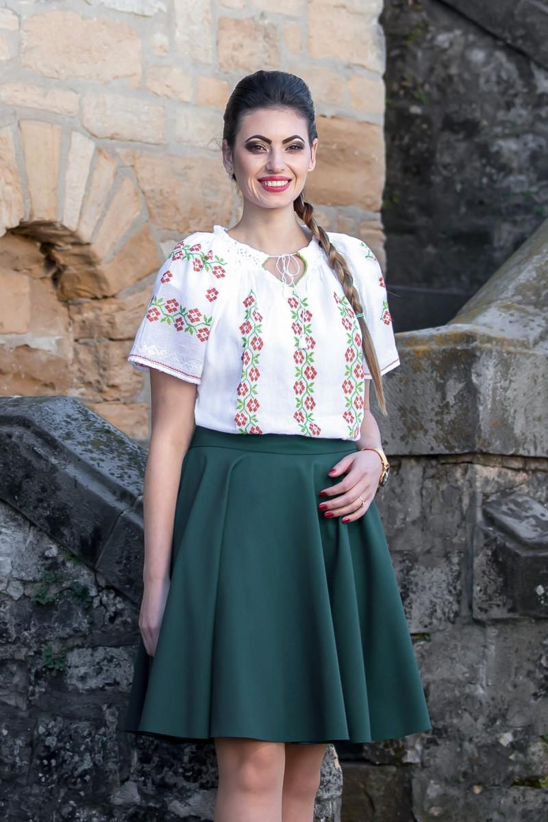 Ie traditionala romaneasca Flori de Cires brodata manual zona Oltenia