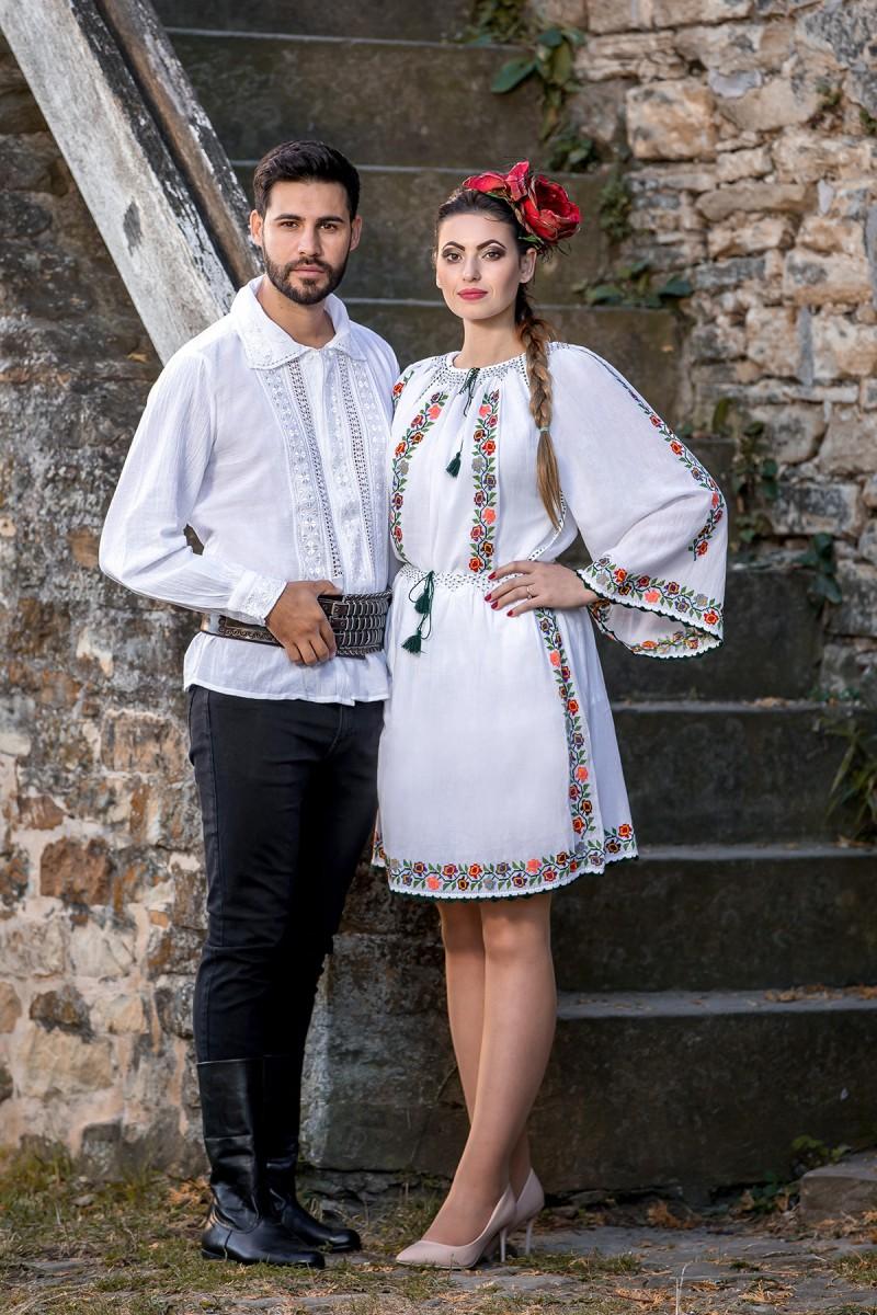Rochie traditionala romaneasca Sanzaiene zona Muntenia