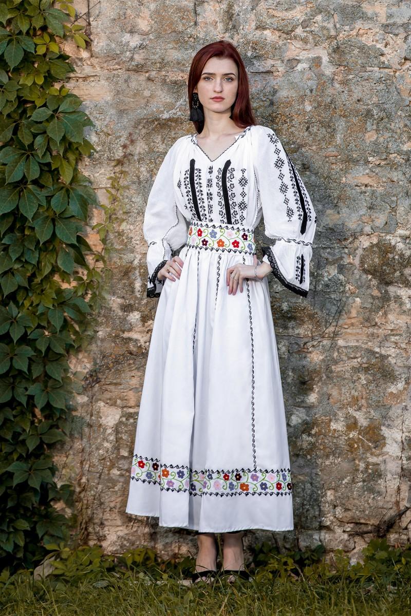 Ie Traditionala Romaneasca Codruta zona Ardeal