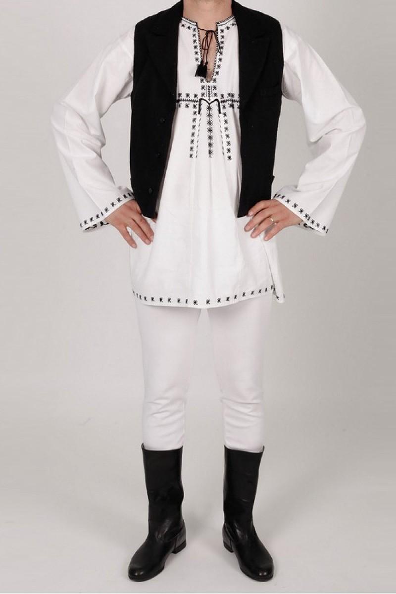 Costum popular autentic Ardeal