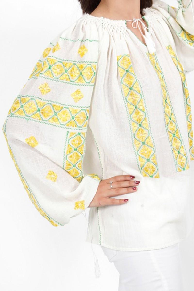 Ie traditionala romaneasca de Gorj cusuta cu sabace bluza zona Oltenia