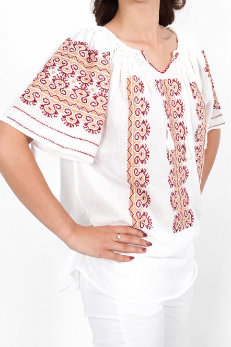 Ie maneca scurta Creasta Cocosului bluza lucrata manual zona Muntenia cusuta in cruciulita