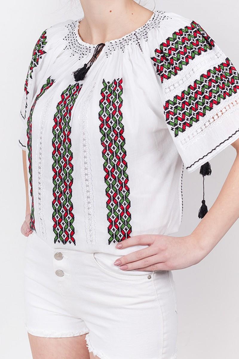 Ie maneca scurta model Din Plin bluza traditionala brodata manual cu fir verde si rosu zona Moldova