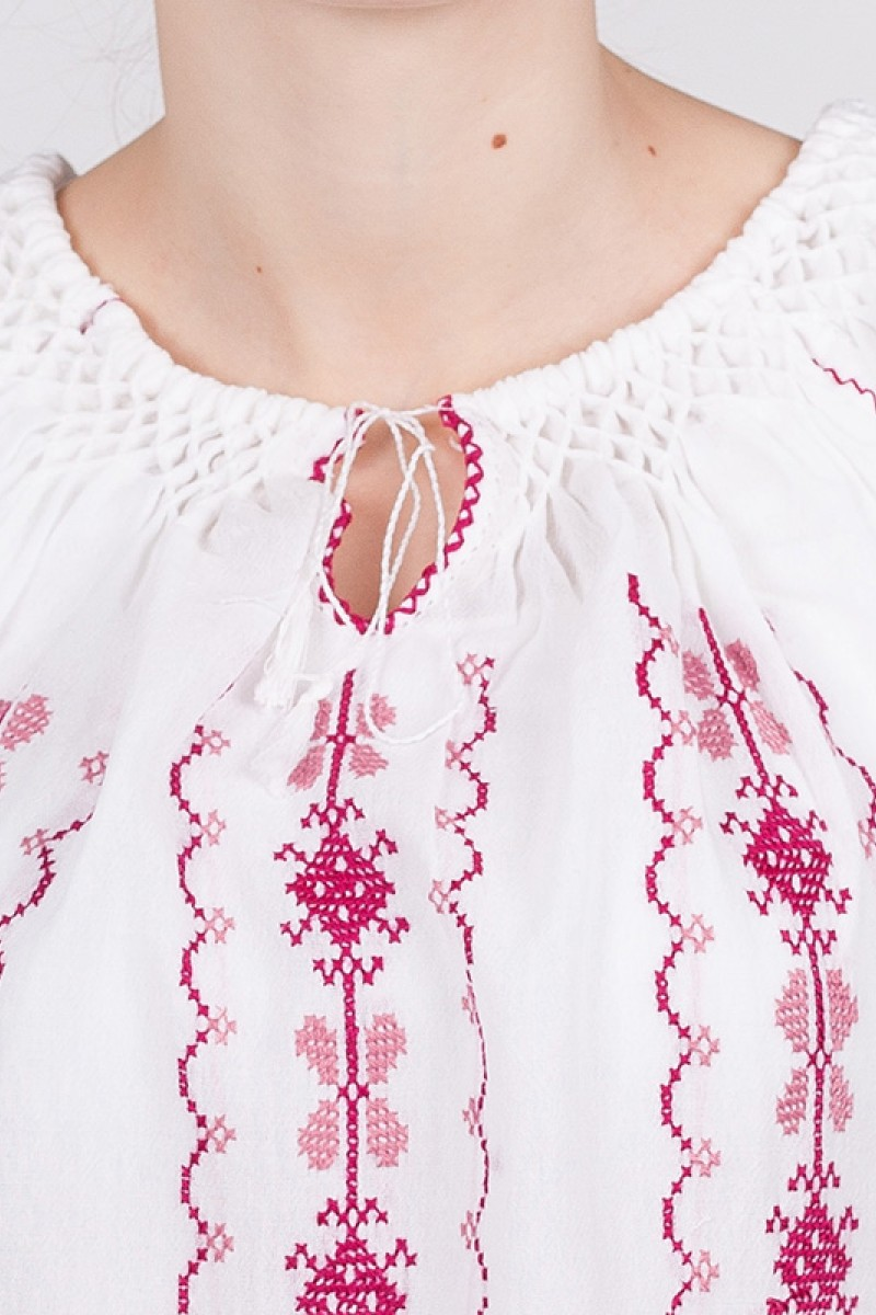 Ie maneca scurta Racu brodata cu fir roz bluza traditionala lucrata manual zona Oltenia