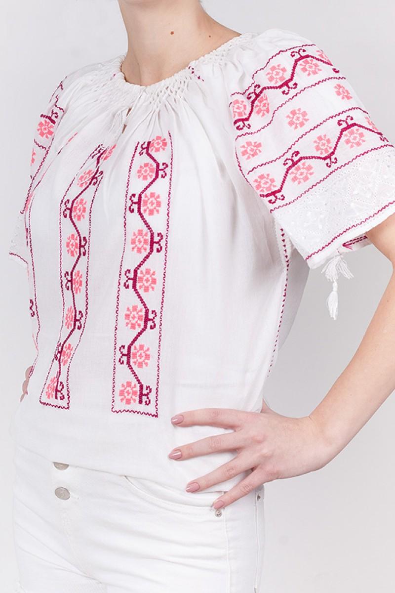 Ie maneca scurta Flori de Primavara brodata cu fir mov si roz bluza traditionala zona Muntenia