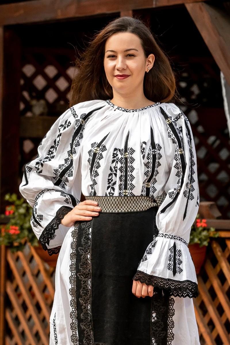 Costum popular autentic ciupercuta zona Ardeal